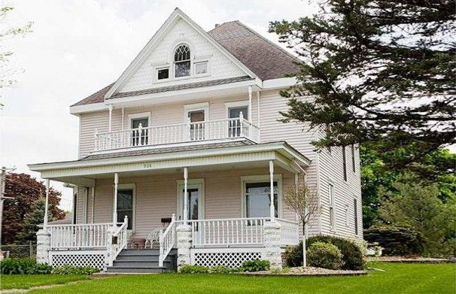 Historic Early 20th Century House in Reinbeck Iowa | House .
