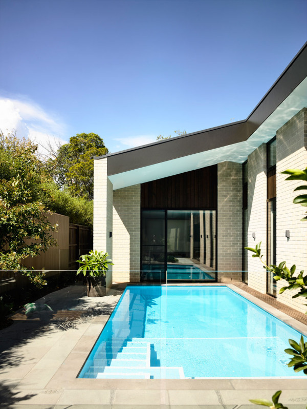 Adorable Modern House With A Central Courtyard - DigsDi