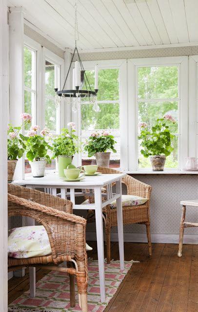 Airy Scandinavian Sunroom Designs | Small sunroom, Sunroom .