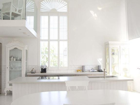 Chloe at Home ~ Inspiring all white rooms - Celebrate & Decora