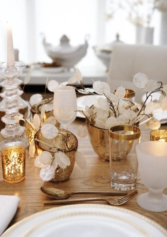 45 Amazing Christmas Table Decorations - DigsDi