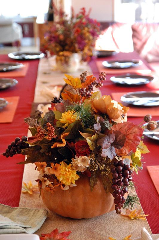 55 Beautiful Thanksgiving Table Decor Ideas - DigsDi