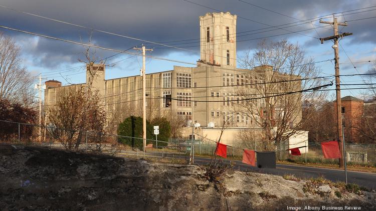 Developer Larry Regan wants to build $60 million apartment complex .