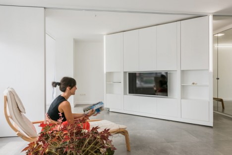 New Spin: Rotating & Sliding Walls Turn 1-BR Apartment into 3 .