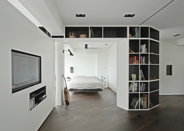 Resident Tsao apartment with rotating walls by KC Studio - Deze