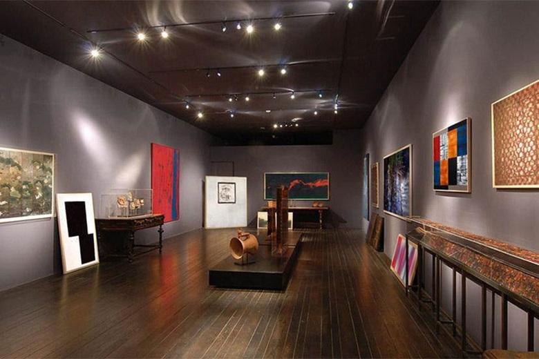 Christies - Art Galleries and Artists Studios Luxury Living .