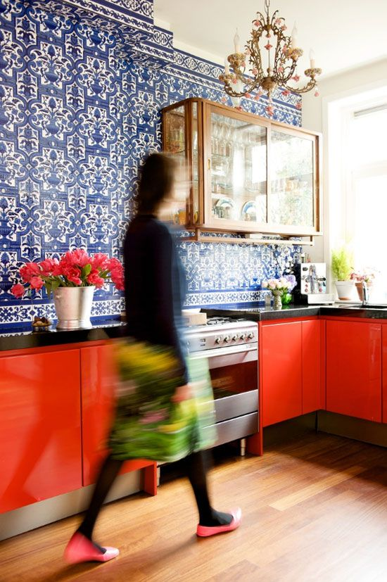 17 Awesome Bold Décor Ideas For Small Kitchens - DigsDi