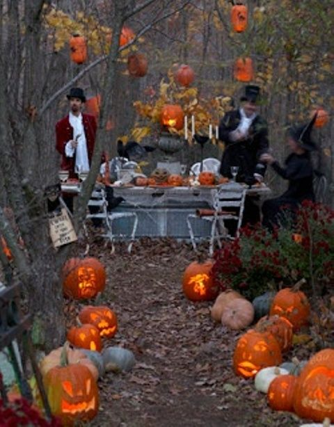 60 Awesome Outdoor Halloween Party Ideas | Vintage halloween party .