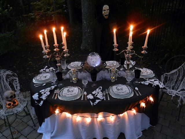 60 Awesome Outdoor Halloween Party Ideas | Halloween tablescape .