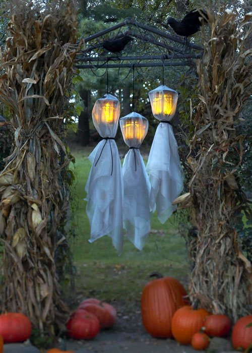 60 Awesome Outdoor Halloween Party Ideas - DigsDi