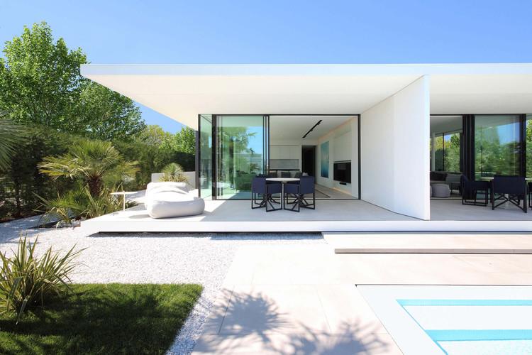 Jesolo Lido Beach Villa / JM Architecture | ArchDai