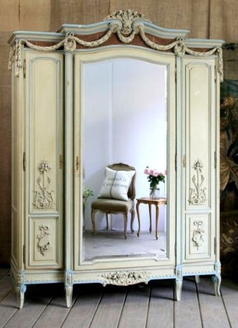 Beautiful Vintage Closets Youll Never Want To Leave | French .