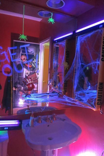 Spooky Glow in the Dark Halloween Party Halloween Party Ideas .