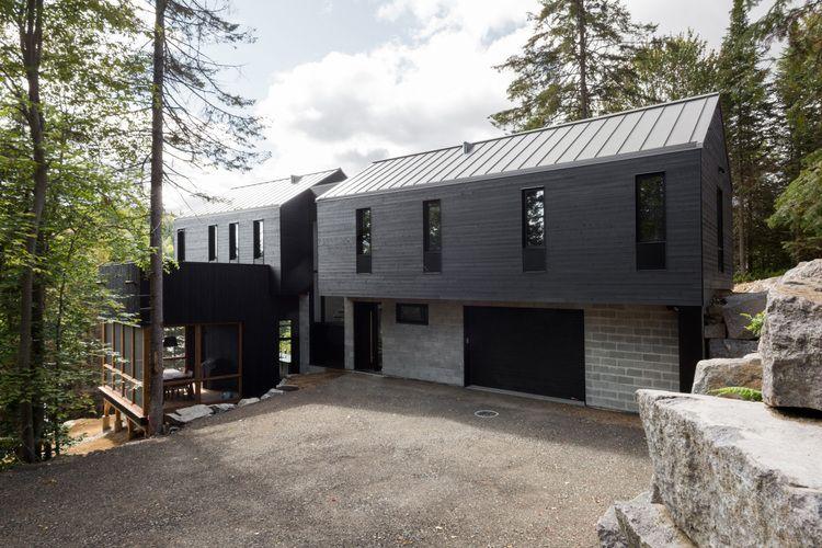 Une jolie maison unifamiliale construite sur un impressionnant .