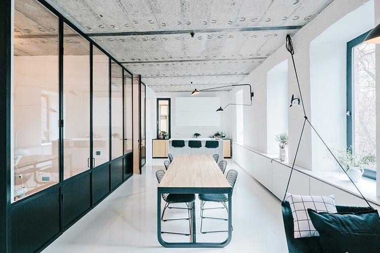 Black and White Apartment / Crosby Studios   ArchDai