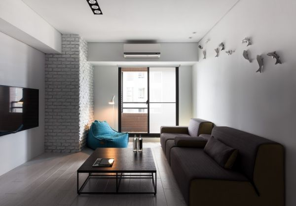 Classical Black And White Apartment With A Modern Tou