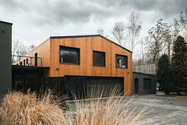 Modern Barn-Inspired House With Laconic Interiors - DigsDi