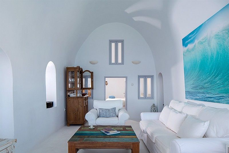 Cave-Like Traditional Villa with Impressive Views in Santorini .
