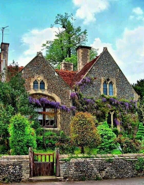 Classic Irish village house   English cottage, Irish houses, Irish .