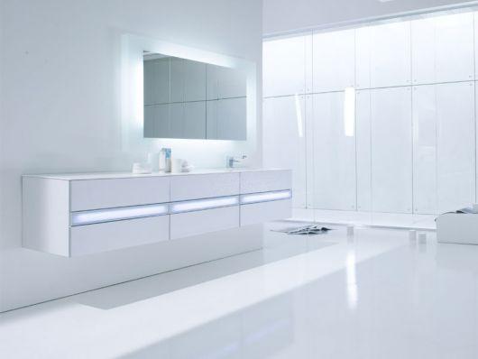 Minimalist Bright White Bathroom by Arlexitalia | Home Design Fi