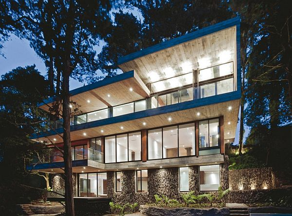 Contemporary forest residence in Guatema