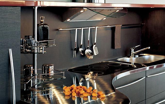 Modern Kitchens with Curved Tops – Skyline by Snaidero .