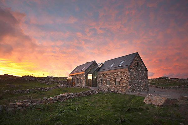 Connemara Residence: Contemporary Styled Classic Stone Cotta