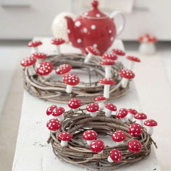 20 Cool And Colorful Thanksgiving Wreaths Ideas | DigsDigs teapot .