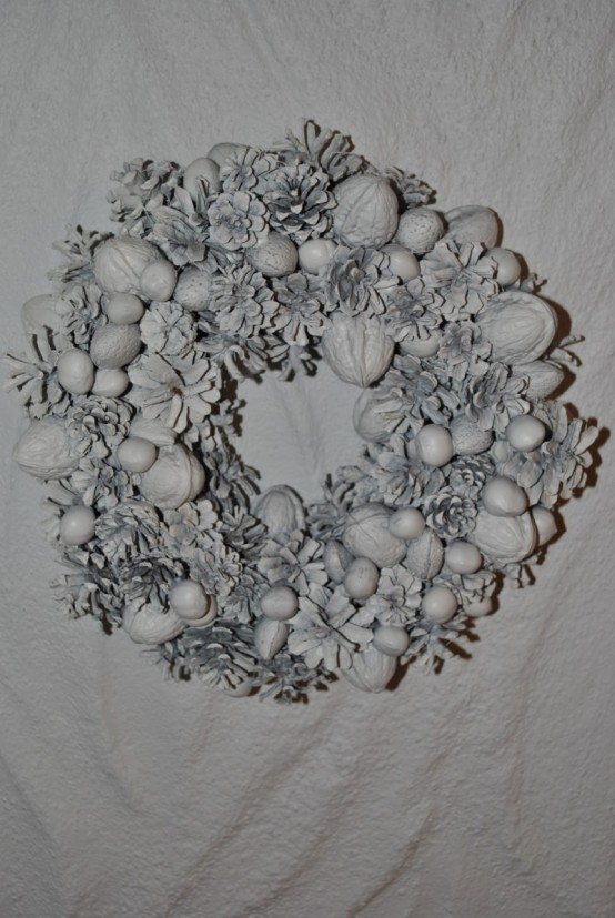 Cool DIY Christmas Wreaths With Nordic Touch - DigsDi