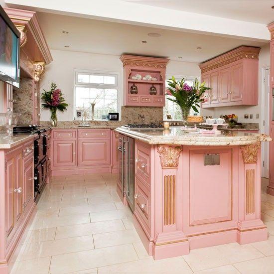 Take a tour around this opulent Georgian-style kitchen (With .
