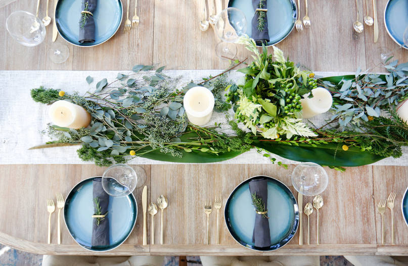 8 Thanksgiving Table Decorating Ideas for a Modern, Festive .