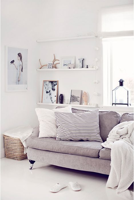34 Cool Ways To Use Picture Ledges For Home Décor   Home living .