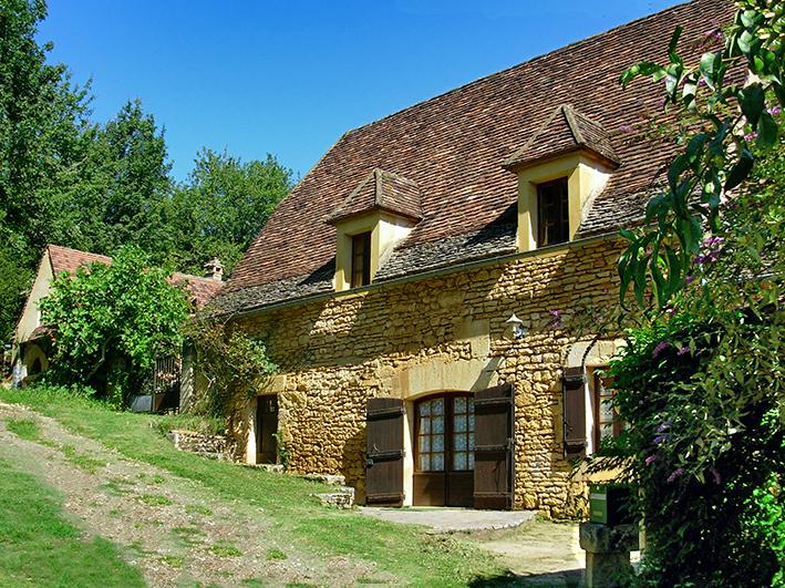 Ancient country side cottage,40 feet swimming pool, covered .