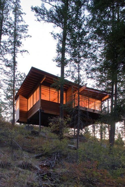 Cozy Cabin Retreat on Flathead Lake by Andersson-Wise Architects .