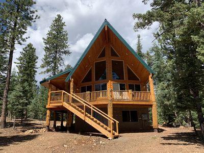 NEW! Cozy cabin retreat on quiet street near Duck Creek Village .