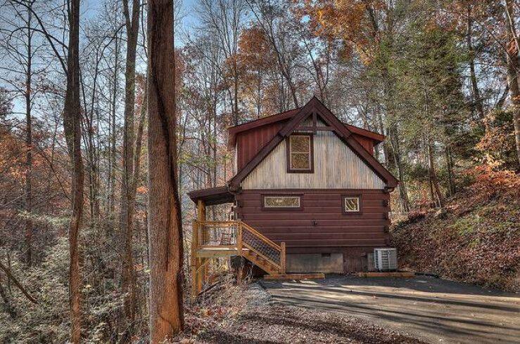 Cozy Cabin Retreat 2 Bedroom Cabin at Parkside Cabin Rentals .