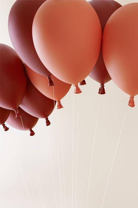 Dreamy Balloon Chair Creating An Illusion Of Flight | Fondo de .