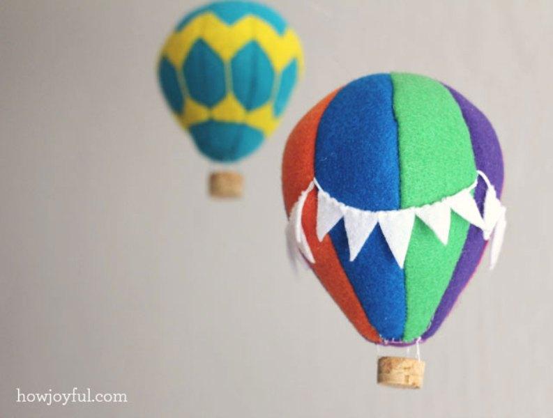 Lovely DIY Felt Hot Air Balloon Mobile | Kidsoman