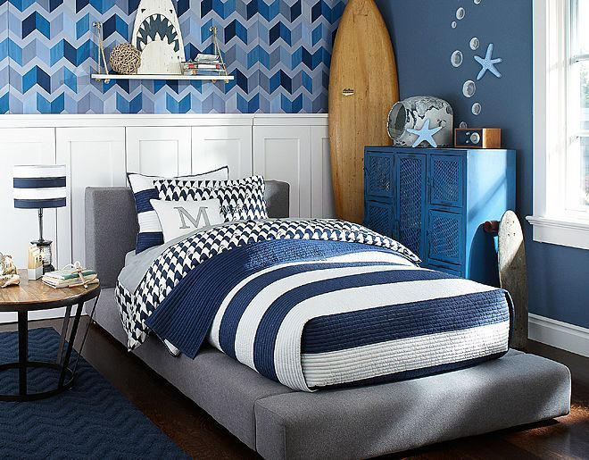 dreamy-beach-and-sea-inspired-kids-room-designs-22   Surf room .