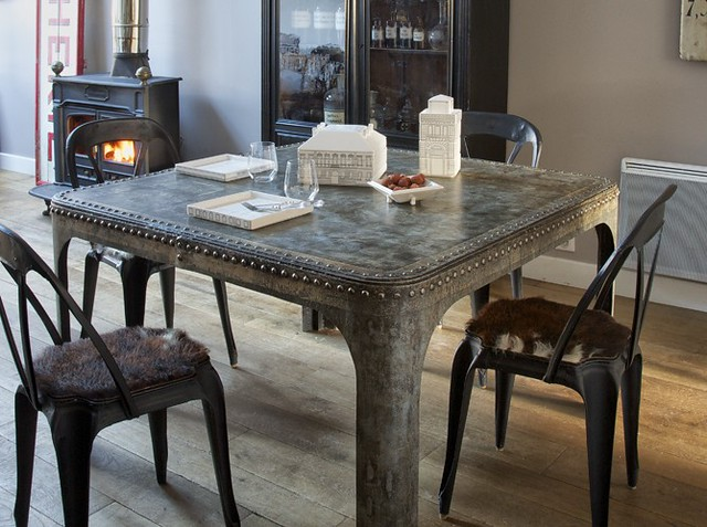 dining-room-decorating-ideas-industrial-chic-metal-table-g…   Flic