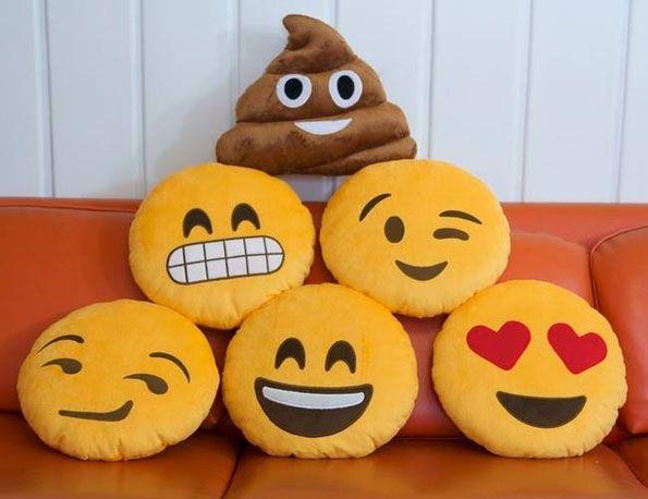 Express Yourself With Emoji Pillows | Đang yêu, May v