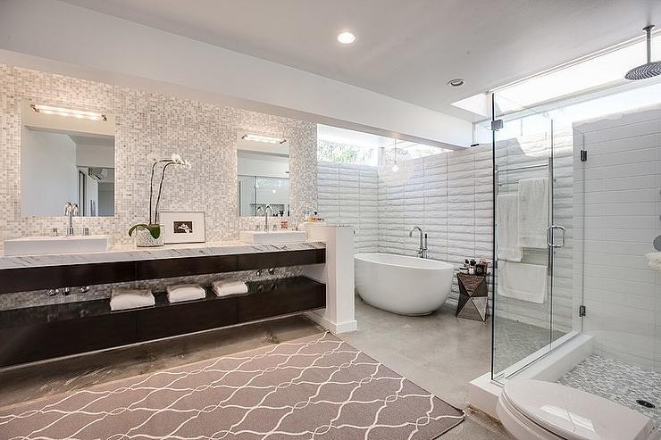 Corner Bathtub - Contemporary - bathroom - Christiano Hom