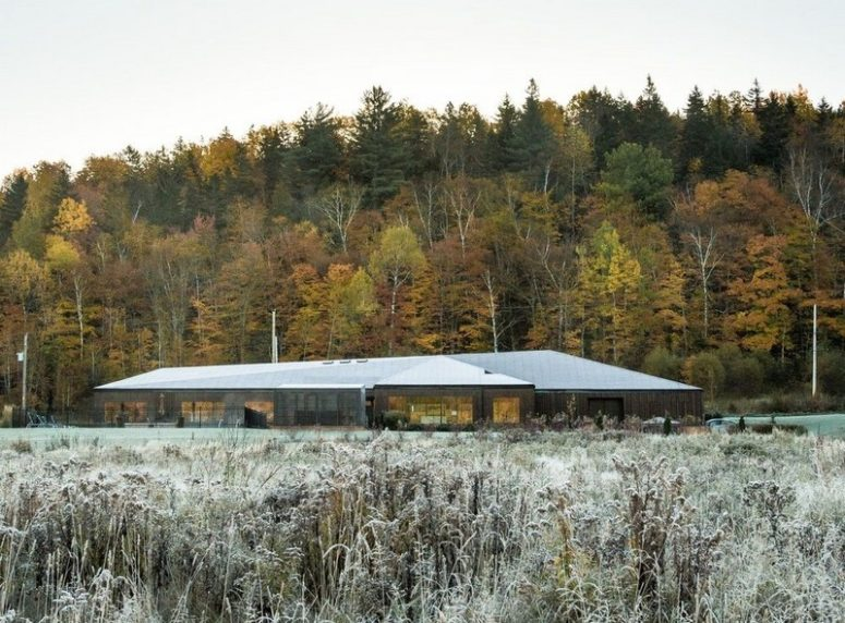 Minimalist Horizontal Home With Gorgeous Views - DigsDi