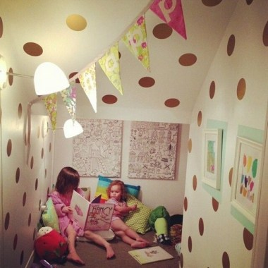 18 Fun And Bright Polka Dot Home Decor Ideas 29 - Artega