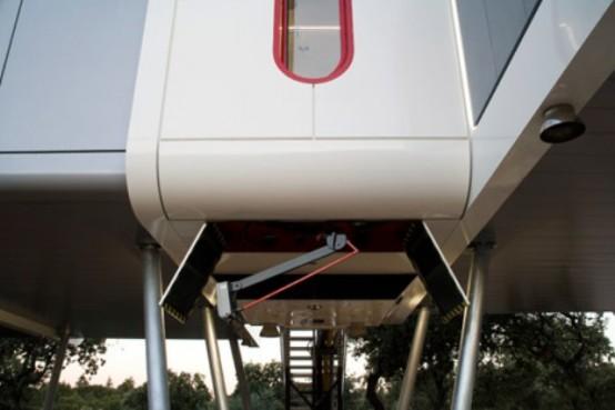 Futuristic Modular Spaceship Home On Metal Legs - DigsDi
