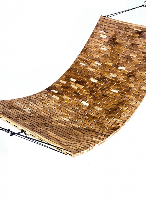 Handcrafted Walnut Para Hammock For Complete Relaxation - DigsDi