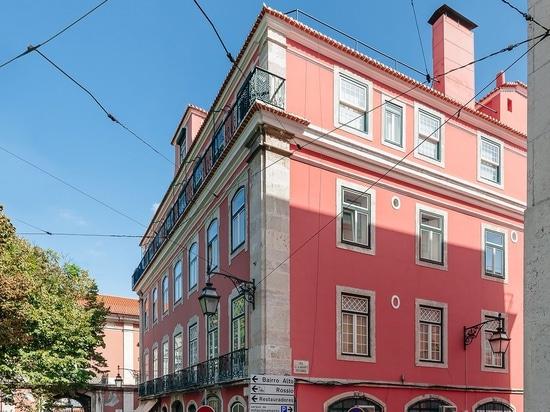 Aurora Arquitectos Renovate a Historic Lisbon Apartment with .