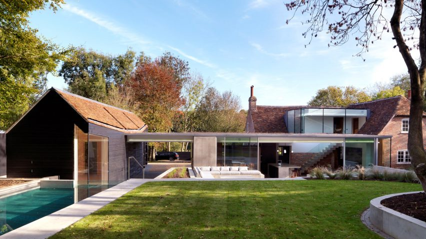 Guy Hollaway adds contemporary extension to his country cotta