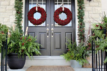 39 Best Christmas Porch Decoratio