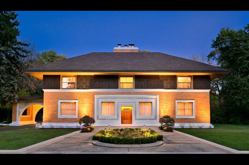 Frank Lloyd Wright's Winslow house in River Forest sells for .